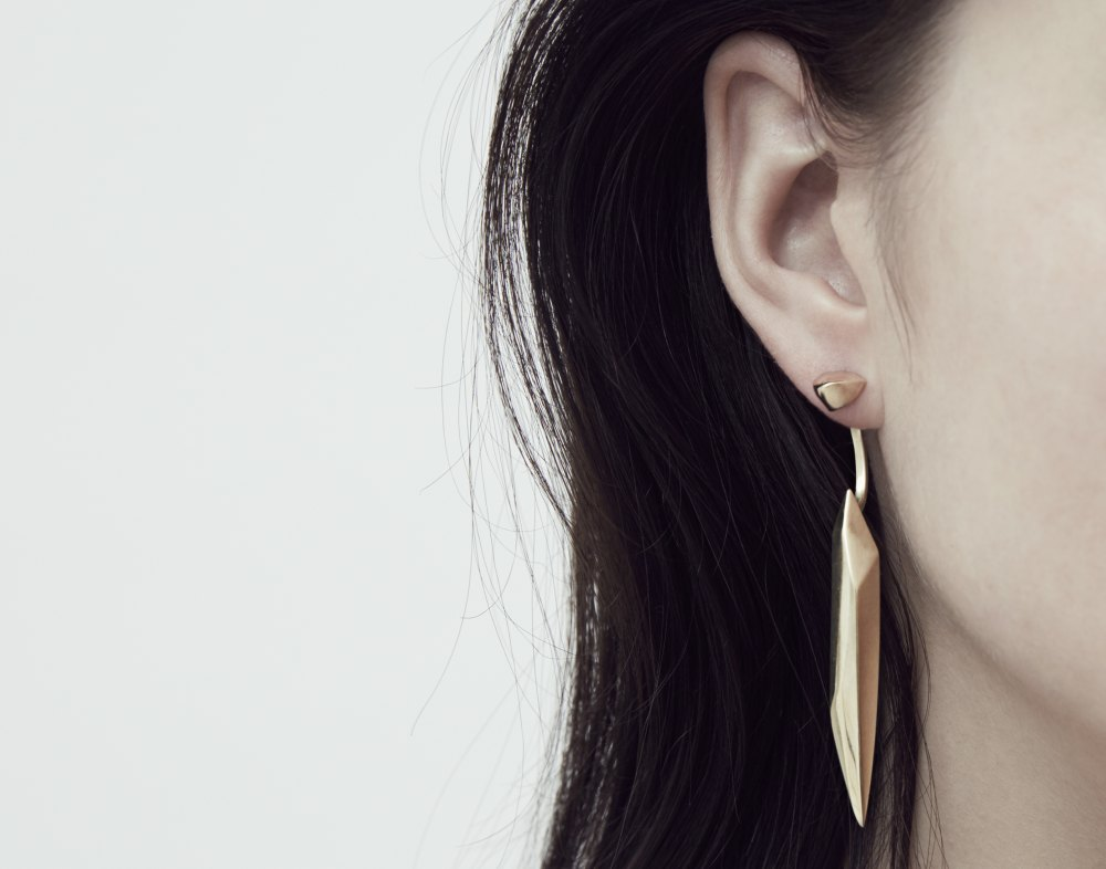 EXTRAVAGANT PUNKEARRING LONG FLYING STONE EARRING NR 41 GOLDENSTONECOLLECTION XENIABOUSJEWELLER SCULTURAL SURFACES